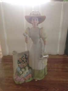 Collectible Avon 2008 Presidents Club Mrs Albee Porcelain Figurine