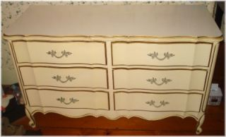 Vintage Shabby Chic Bedroom Set French Provincial 7 Piece Canopy Bed 2 Dressers