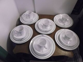 Corelle Shadow Iris Dinnerware Set for 6 29 Pieces Very Good Condition