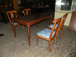 Ethan Allen Dining Room Table Set with 4 Side Chairs