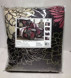 New Victoria Classics Vanessa Quilt Set 7 Piece Queen Black