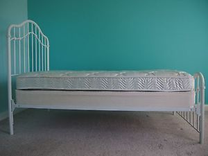 White Twin Size Girls Metal Bed Frame with Mattress and Foundation La Z Boy by L
