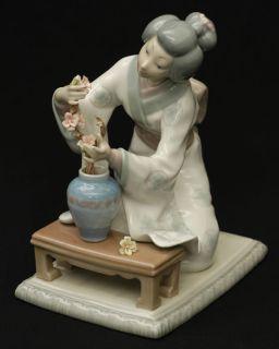 Lladro Figurine Oriental Girl L4840G Geisha