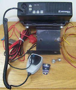 Motorola Maxtrac Model D51MJA97A3AK 2way Radio w Mic Bracket