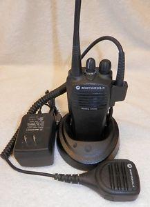Motorola 2 Way 16 Channel Portable Radio CP200 UHF AAH50RDC9AA2AN New Battery