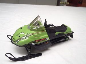 2001 ZR 800 Arctic Cat Snowmobile Diecast Toy Model Collectible Artic