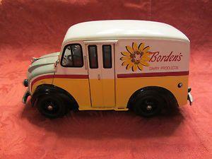Danbury Mint Borden's Dairy 1950 Divco Milk Truck 20 Bottle Crates 5