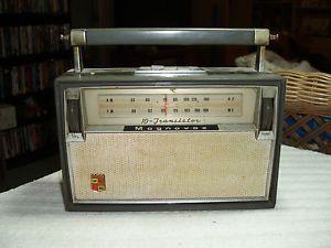"Vintage Magnavox 10 Transistor FM 90 Am FM Radio Dual Antenna ""Works"""
