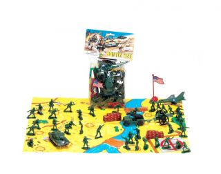 18 Piece Army Men Toy Soldier Battle Set with Play Mat