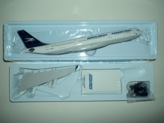 Airbus A340 200 Aerolineas Argentinas Resin Skymarks Model 1 200 SKR249