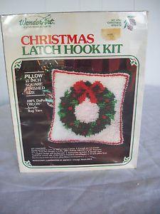 "Wonder Art Christmas Latch Hook Kit Pillow 15"" New"