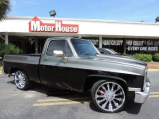 Show and Go Truck Holley Carb 22 inch Chrome Wheels Custom Paint Custom Exhaust