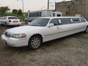 2006 Lincoln Town Car Executive Limousine 4 Door 4 6L