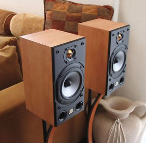 Exceptional Condition Monitor Audio Bronze 1 Bookshelf Speakers Light Wood Color