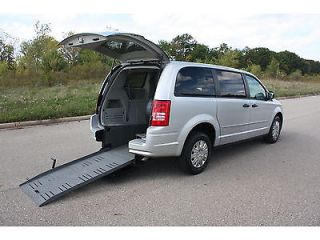08 Chrysler Town Country Handicap Accessible Wheelchair Van Braun Rear Entry