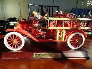 Franklin Mint Fire Engine 1916 Model T w Base