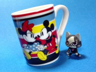Walt Disney Magical Art Deco Mini Ceramic Coffee Tea Mug Cup Alice in Wonderland