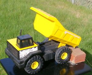 Tonka Toy Mighty Diesel Dump Truck XMB 975 Excellent Condition Yellow Black