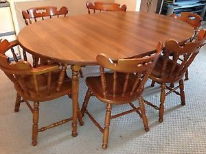 Tell City Pedestal Round Extension Table With 5 Chairs