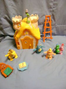 Dragon Tales School House with Chair Quetzal Ord Cassie Zak Wheezie