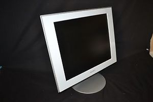 """Sony 17"""" TFT LCD Flat Screen Computer Monitor with VGA and Power Cords SDM HS73"""