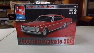 AMT Ertl 1966 Ford Galaxie 500 124 25 Scale Open Plastic Model Car Kit