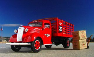 RARE 1937 Chevy Texaco Aviation Delivery Truck with Cases and Cart First Gear