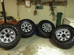 17 inch Helo Wheels 35 inch Nitto Grappler Tires