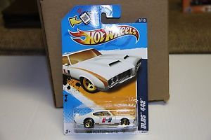 Hot Wheels NIP Hurst Olds 442 White Gold 5 10 GR8 Valentines Day Gift Son Hubby