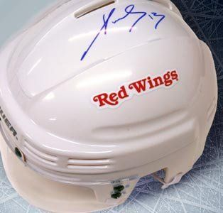 Pavel Datsyuk Signed Detroit Red Wings White Mini Helmet: Sports Collectibles
