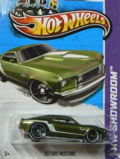 Hot Wheels 2013 Hw Showroom Muscle Mania Green '69 Ford Mustang 232/250: Toys & Games