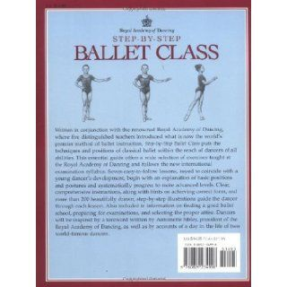 Step By Step Ballet Class The Official Illustrated Guide Royal Academy of Dancing, Jane Struthers, Biz Hull, Antoinette Sibley, Roger Daniels 9780809234998 Books